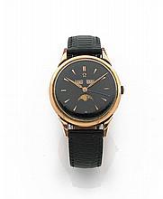 OMEGA COSMIC, n° 2486-2, vers 1940 Belle montre bracelet en métal plaqué or. Boîtier rond. Anses