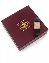 VACHERON CONSTANTIN N° 33201/522958, vers 1950 Montre bracelet rectangulaire en or 18K (750), cadran or avec index bâton appliqu...