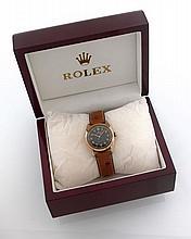 ROLEX BUBBLE BACK, réf. 4392, n° 614461, vers 1947 Montre bracelet en or 14K (585). Boîtier Tonneau. Couronne et fond vissés. Ca...