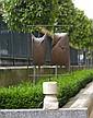 Philippe HIQUILY (1925-2013) LES TOTONS, 1961 Sculpture mobile en fer et socle en pierre