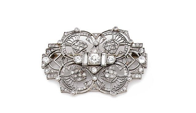 A DIAMOND, PLATINUM AND WHITE GOLD BROOCH, CIRCA 1930