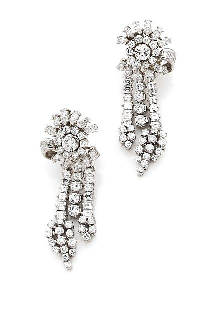 A PAIR OF DIAMOND AND PLATINUM EAR PENDANTS