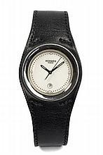 HERMES PARIS HARNAIS vers 2000 Montre bracelet en acier. Boîtier rond. Cadran blanc avec dateur à 6 heures. Mouvement quartz. Br...