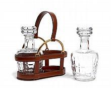 HERMES Paris Cave à liqueur en box marron et laiton doré, piqûres sellier blanches, poignée retenue par des mors en métal doré, de...