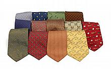 HERMES Paris made in france Lot comprenant 13 cravates en soie imprimée. Bon état général.  Lot of  13 silk twill ties. In...