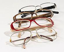 CHANEL, Deux paires de montures de lunettes. PRADA, Une paire de monture de lunettes. JAGUAR, Une paire de lunettes. Etat d'us...