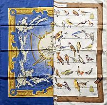 HERMES Paris, Deux carrés en twill de soie, l'un dans les tons bleu et or, titré