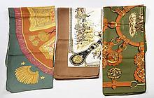 HERMES Paris, Trois CARRES en twill de soie, le premier à dominante kaki, à décor de harnais et de chevaux, titré