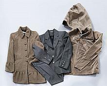 Lot comprenant : une jupe VALENTINO noire, T40 it ;  un pantalon PACO RABANNE camel T38 ; un pantalon GRIFONI gris T42 it ; un panta...