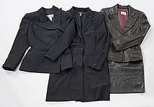 Lot comprenant : une veste mi longue DKNY noire, T8 ; un tailleur pantalon Thierry MUGLER noir, T38 ; une veste en cuir noir ELISA S...