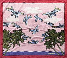 HERMES Paris made in france Serviette de plage grand modèle en coton à motif d'avions bleus sur ciel rose. Siglé Hermès Paris en b...
