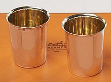 HERMES, Deux petits gobelets à liqueur en argent. Poids : 120g. Two small silver tumblers.