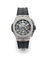 HUBLOT BIG BANG FERRARI LIMITED EDITION, vers 2012 Rare chronographe bracelet en titane. Boîtier tonneau. Fond saphir et couronn...