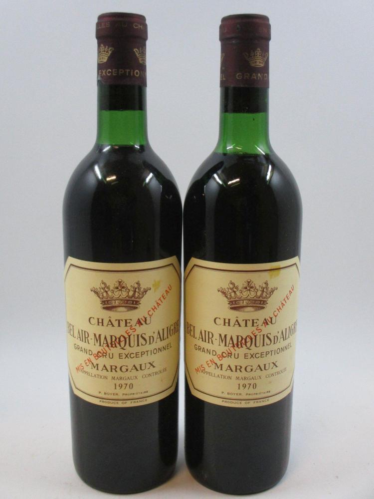 12 bouteilles CHÂTEAU BEL AIR MARQUIS D'ALIGRE 1970 Margaux (8 légèrement bas, 4 haute épaule. Bouchons légèrement enfoncés, capsule..