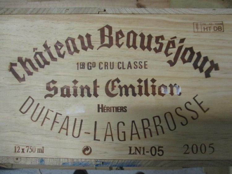 12 bouteilles CHÂTEAU BEAUSEJOUR DUFFAU LAGARROSSE 2005 1er GCC (B) Saint Emilion Caisse bois d'origine (cave 12)