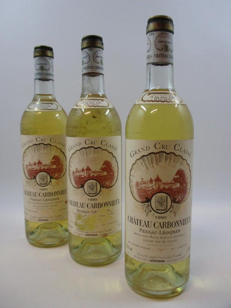 10 bouteilles CHÂTEAU CARBONNIEUX 1990 CC Pessac Léognan (blanc) (base goulot, étiquettes déchirées, sales et tachées)