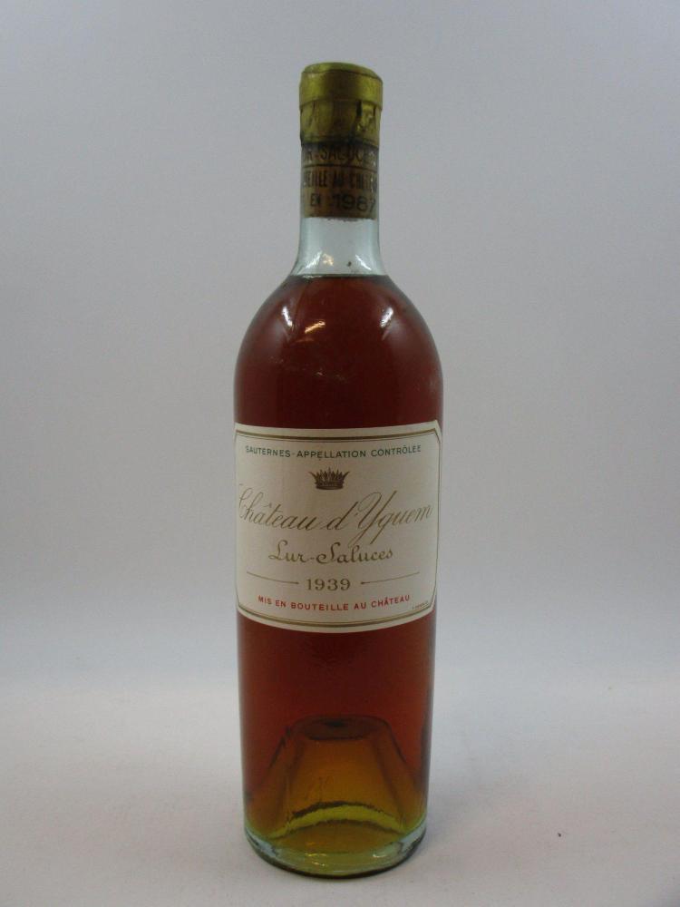 1 bouteille CHÂTEAU D'YQUEM 1939 1er cru supérieur Sauternes (légèrement bas, rebouchée au château en 1987, l'étiquette, bouchon et .