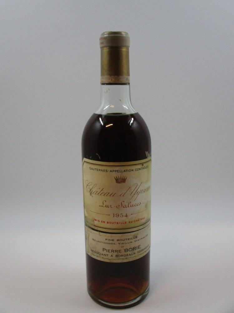 1 bouteille CHÂTEAU D'YQUEM 1954 1er cru Supérieur Sauternes (entre haute et mi-épaule, étiquette ttachée. Caspule usée, légerement ..