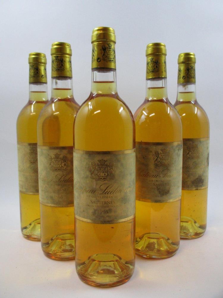 5 bouteilles 2 bts : CHÂTEAU SUDUIRAUT 1995 1er cru Sauternes (étiquettes très tachées)3 bts : CHÂTEAU SUDUIRAUT 1996 1er cru Sauter...