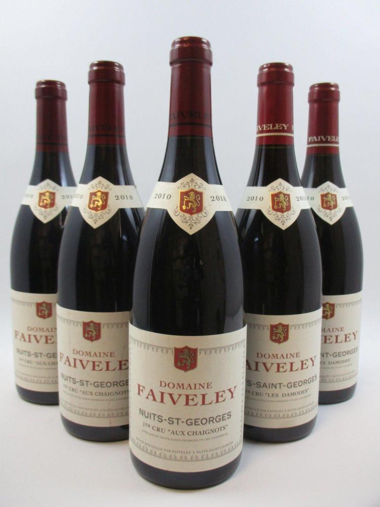 5 bouteilles 2 bts : NUITS SAINT GEORGES 2010 1er cru Les Damodes. Domaine Faiveley (étiquettes léger tachées)3 bts : NUITS SAINT GE...