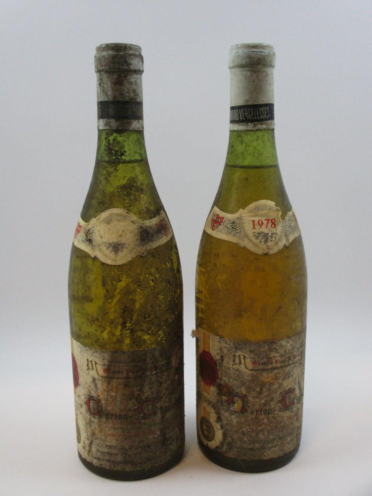 10 bouteilles 2 bts: CORTON CHARLEMAGNE 1978 Domaine Dubreuil Fontaine (étiquettes très abimées, déchirées. Capsules abimées)8 bts ...