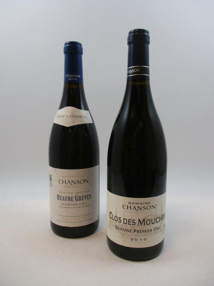 12 bouteilles 2 bts : BEAUNE 2010 1er cru Clos des Mouches. Domaine Chanson10 bts : BEAUNE 2009 1er cru Grèves. Domaine Chanson (éti...