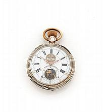 ANONYME N°31568 vers 1900 Montre de poche en argent. Cadran émail blanc avec indication de la date et du mois par guichet à midi...