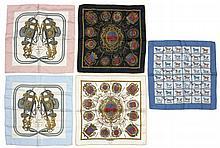 HERMES Paris made in france Lot de 5 gavroches en soie imprimée, dont deux titrées