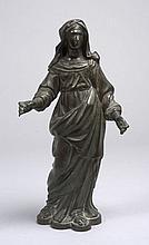 SAINTE VERONIQUE, Statuette en bronze. Inscription sur le socle : CETTE SAINTE VERONIQUE APPARTIENT AUX MAITRES LAYECTIERS DE PARIS...