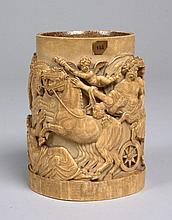 CORPS DE CHOPE en ivoire sculpté représentant l'enlèvement de Proserpine, Zeus sur son trône entouré de plusieurs dieux. XVIIème s...