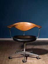 Hans J. WEGNER 1914-2007 Chaise de bureau « Swivel Chair » mod. JH 502 - 1955 Structure en acier, dossier en teck et assise recouver...