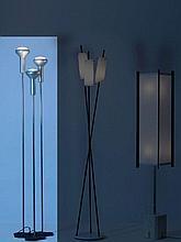 Gino SARFATTI (1912 - 1985) Suite de trois lampadaires Mod. 1073 - 1956 Base en fonte d'acier laqué noir epoxy, fût en acier chromé...