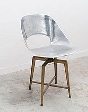 Pierre GUARICHE (1926 - 1995) Prototype de chaise pivotante dite