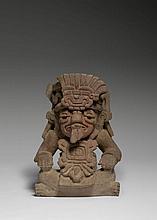 URNE FUNERAIRE ANTHROPOMORPHE Culture Zapotèque, Mexique Classique, Monte Alban III-A, 600-900 après J.-C Céramique gris-beige avec...