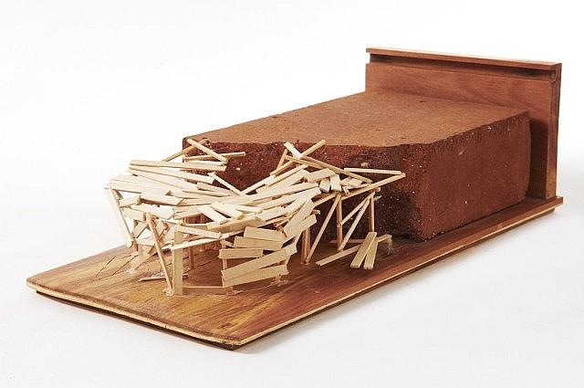 Tadashi KAWAMATA (Né en 1953) Brick construction, 2010 Brique brisée et cabanne en allumettes collé dans l'emboitage d'origine