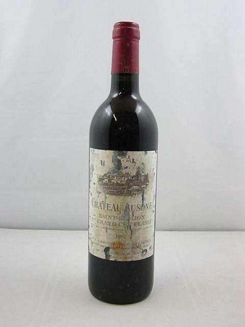 1 bouteille CHÂTEAU AUSONE 1981 1er GCC (A) Saint Emilion (étiquette très abimée par l'humidité)