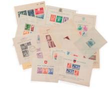 Étranger divers - Ensemble de blocs et feuillets des années d'avant guerre, neufs. Joint des enveloppes affranchies de timbres de po..