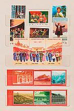 Chine - Classeur contenant des timbres-poste neufs de la période de la Révolution culturelle.