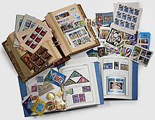 ¤ ° ''Espace'' et divers thèmes - Pays divers. Ensemble de timbres-poste neufs dont nombreux non dentelés, souvenirs philatéliques