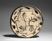 ¤ Pablo PICASSO 1881 - 1973 QUATRE PROFILS ENLACES - 1949 (A.R. # 88 ) Assiette ronde/carrée