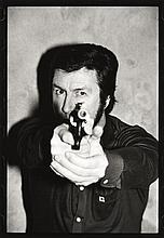 Alain BIZOS (Né en 1947) Le Tir, Jacques Mesrine (tryptique) - 1979 Trois tirages argentiques