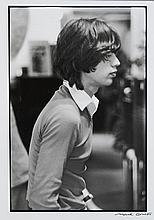 Michel GINIES (Né en 1952) Mick Jagger chez Cerrutti, Place de la Madeleine - 1975 Tirage argentique