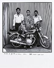 Malick SIDIBE (Né en 1936) Toute la famille en moto - 1977 Tirage argentique postérieur