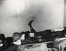 WEEGEE (né Arthur Usher Fellig) (1899-1968) In a jail cell - vers 1940 Tirage argentique d'époque