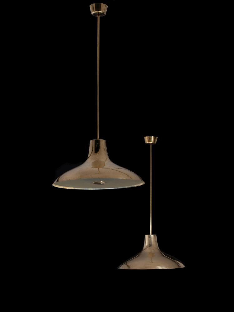 Paavo TYNELL (1890-1973) Paire de suspensions - Circa 1950 Structure en laiton, réflecteur en laiton perforé, diffuseur en verre dép...