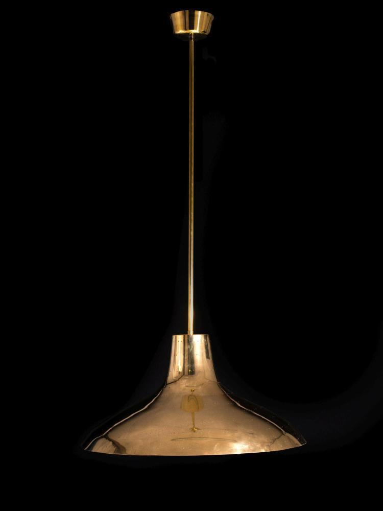 Paavo TYNELL (1890-1973) Suspension - Circa 1950 Structure en laiton, réflecteur en laiton perforé, diffuseur en verre dépoli