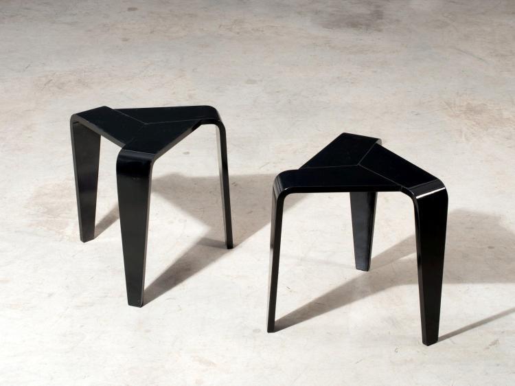 Marke NISKALA Paire de tabourets tripode - 1953 Structure en bois courbé laqué noir