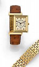 JAEGER LECOULTRE REVERSO N° 1675595 vers 2000  Belle montre bracelet réversible en or. Boîtier rectangle. Cadran crème avec chif...