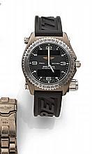 BREITLING  EMERGENCY vers 1990  Originale montre bracelet en titane avec transmetteur intégré. Boîtier tonneau. Lunette tournant...