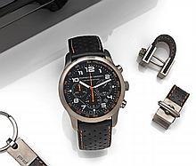 PORSCHE DESIGN  DASHBOARD LIMITED EDITION  vers 2007. Rare et beau chronographe bracelet en titane. Boîtier rond, poussoirs rond....